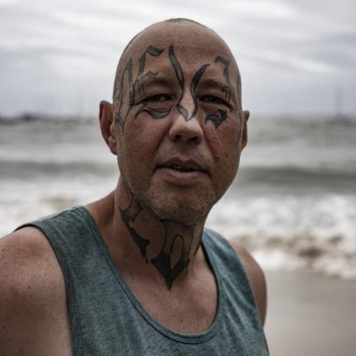 13 - Man met tatoeage - Jacco van Brecht - Verandering (Aangepast)